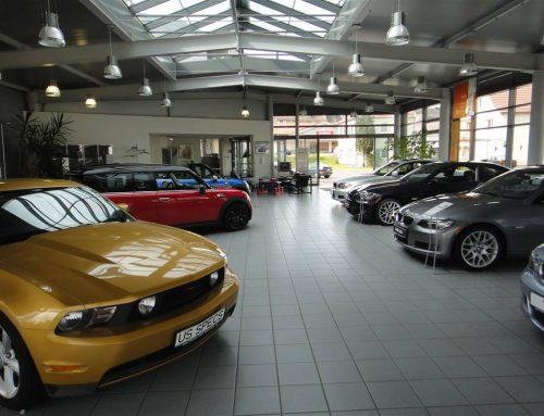 Ladenverkäufer – Der Automobilverkäufer im Laden